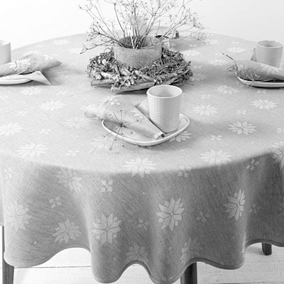 Patterned linen tablecloth and napkins